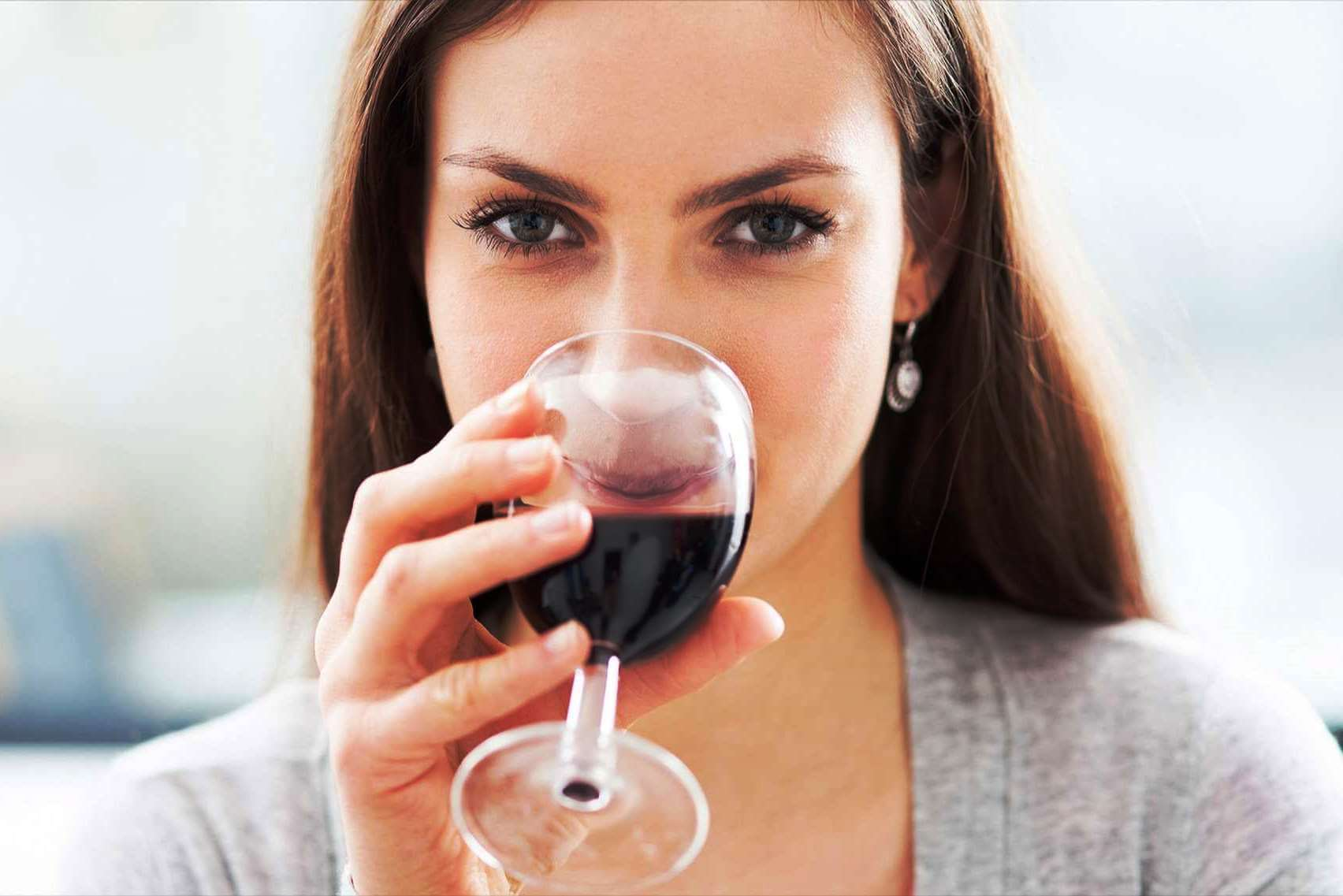 ალკოჰოლის ზომიერად მომხმარებელი ქალები ნაკლებად იმატებენ წონაში